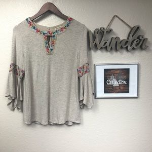Democracy 3quarter bell sleeve top w/ floral